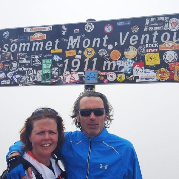 Cindy en Jeroen bereiken de top van de Mont Ventoux 2016