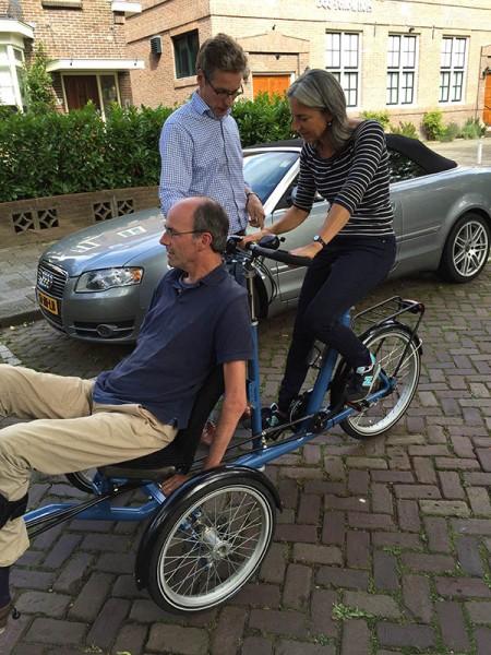 Stichting ALSopdeweg! schaft gezamenlijk een driewieltandem aan