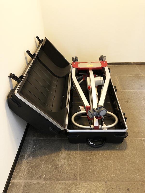 Stichting ALS op de weg - Molift Smart 150 tillift - open koffer