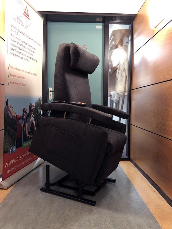 Fitform Vario sta op stoel van Stichting ALS op de weg